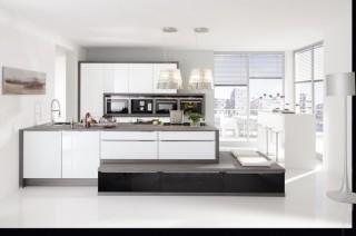 Kuchyně NOLTE Glas Tec Plus 16W/16S Bílá vysoký lesk/Černá noc vysoký lesk
